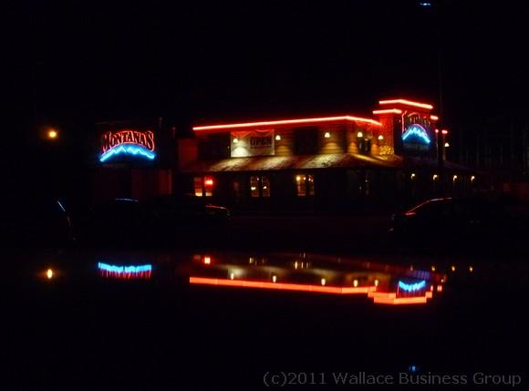 Montanas by night